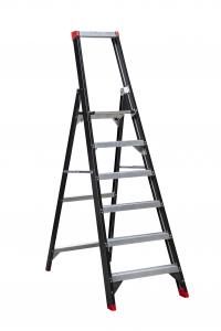 Enkel oploopbare trappen van Alga voor veilig werken op hoogte. uitgevoerd met zwarte coating✓ Dé sterkste professionele trap voor bouw en industrie✓
